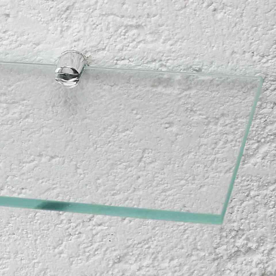 Detalhe retangular incolor.